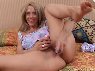Gorgeous mature amateur lies back and plays...